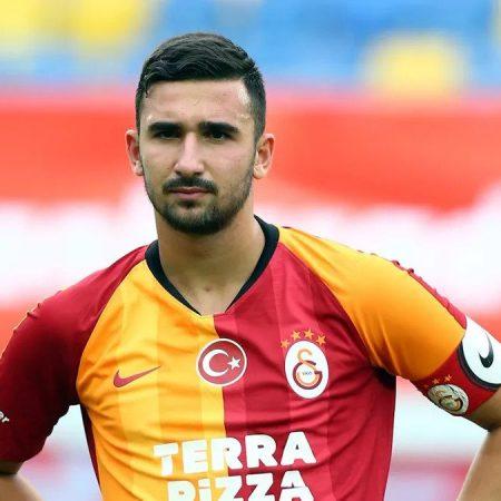 FC Galatasaray'ın 17 Yaşındaki Öğrencisi, Kaptan Kol bandıyla Maça Girdi